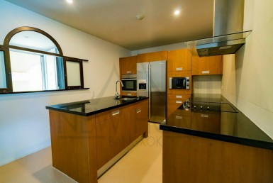 Pet friendly 2 bedroom for sale in Thonglor