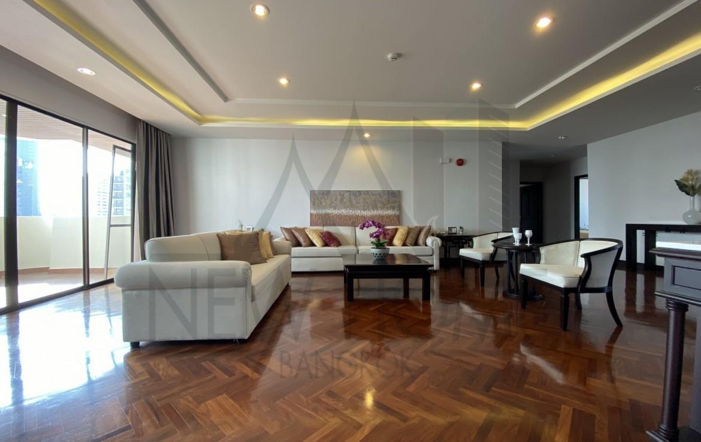 Rent 4 bedroom pet friendly near sky train and subway Asoke Bangkok all new renovated