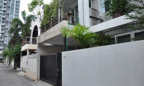 Modern townhouse 3 bedroom for rent Ekkamai
