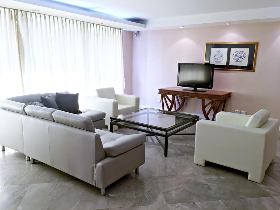 Family Highrise 4 Bedroom for rent Ploenchit Chidlom