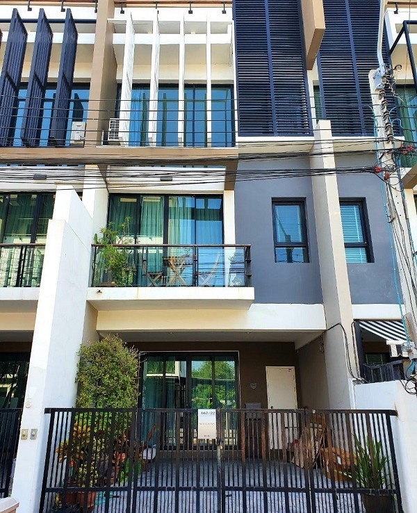 Townhome with Great Location For Sales with Tenant Sukhumvit 50
