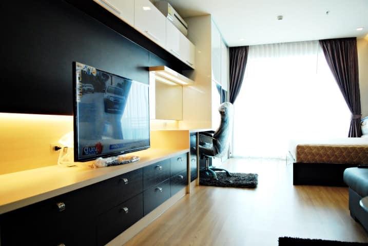 Stunning view Large studio room for rent BTS Phra Khanong