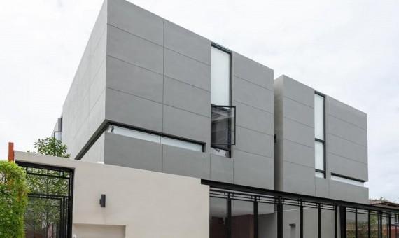 Pet friendly modern house for rent Ekkamai