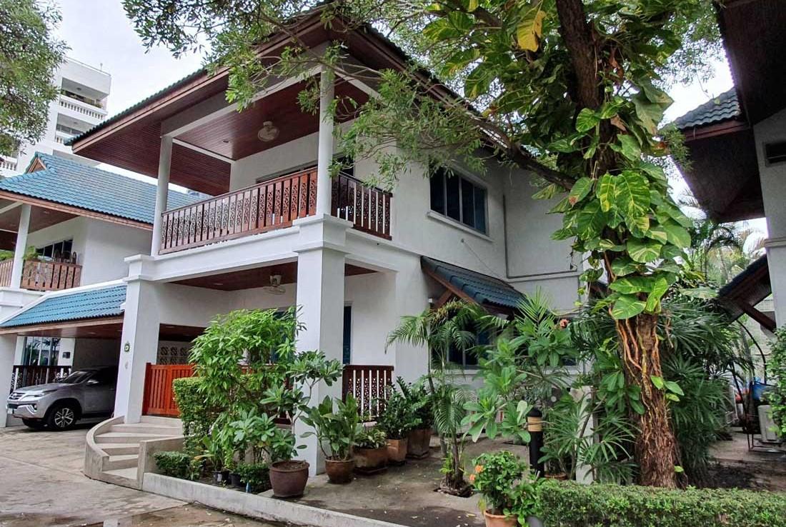 Pet friendly 4 bedroom rent Promphong Thonglor