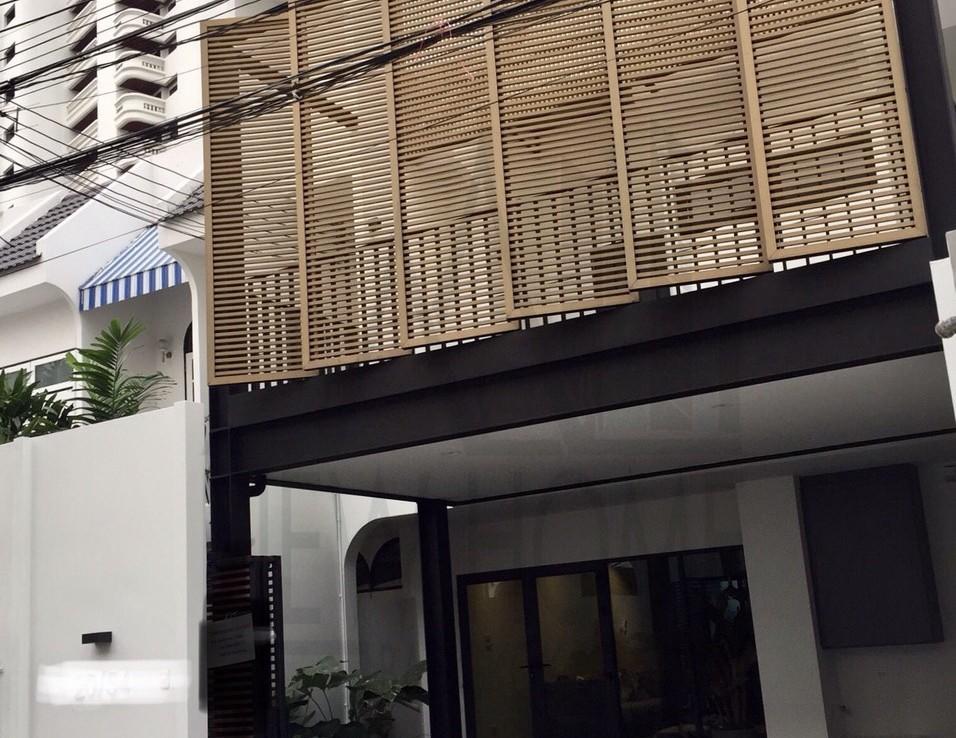 Pet friendly townhome rent Bangkok