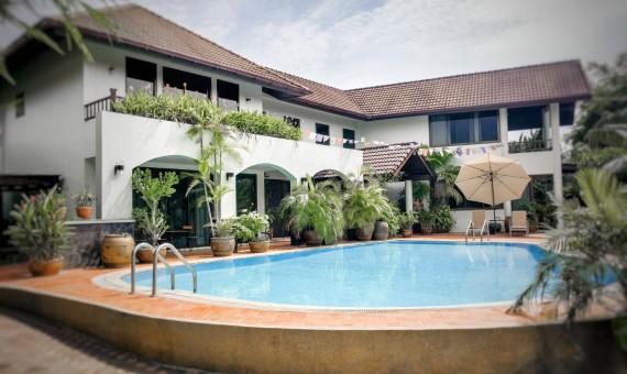 Single house with pool 5 bedroom rent Bangkna