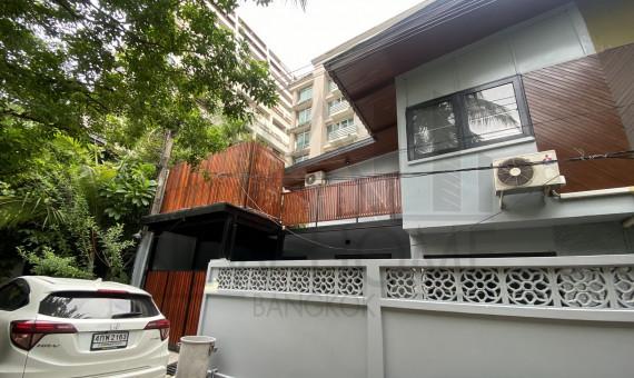 Pet friendly townhouse for rent 3 bedroom ploenchit